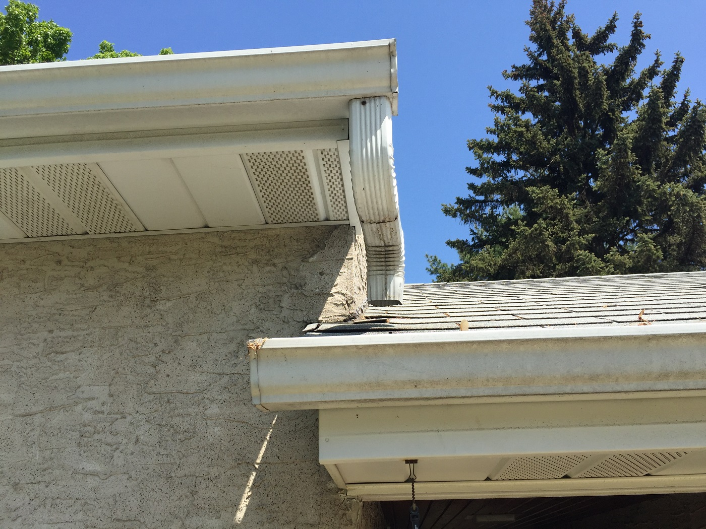 4 Causes Of Overflowing Gutters Lindus Construction